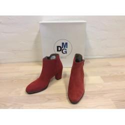Støvlet i rød ruskind